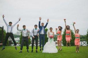 Друзья и подружки молодоженов