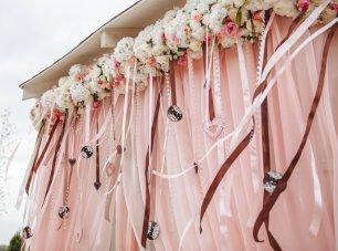Ленты в декоре свадебного торжества