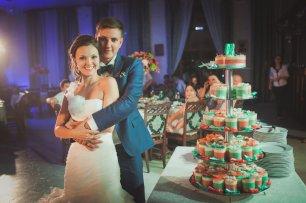 Сладости на свадьбе в мятных и персиковых тонах